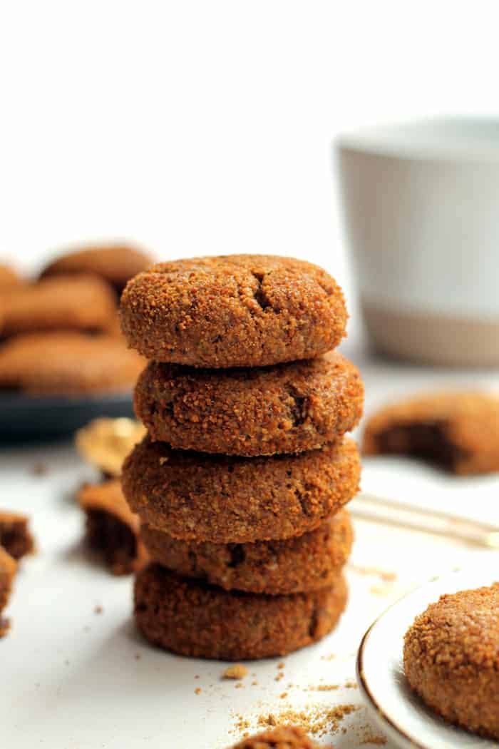 These Heathy Vegan Ginger Snaps are completely flourless and free of butter and refined sugar! A wholesome treat perfect for the holiday season.