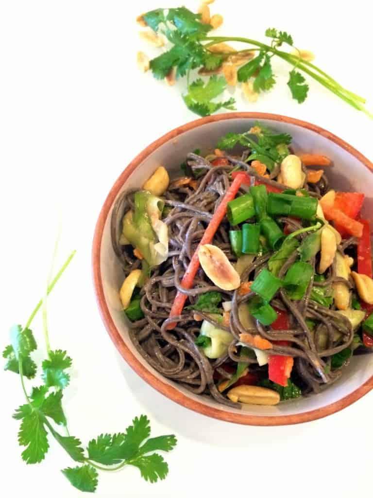 Peanut Veggie Noodle Bowl // hummusapien.com