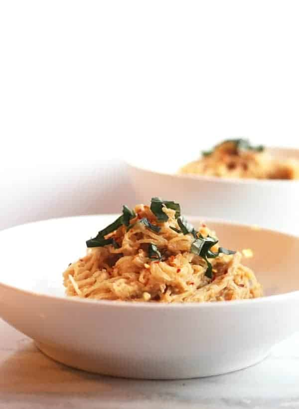 Spaghetti Squash with Vegan Fire Roasted Tomato Cream Sauce // www.hummusapien.com