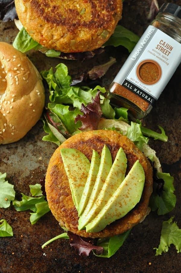 DSC_0980-cajun-chickpea-sweet-potoato-veggie-burgers-avocado-600x2