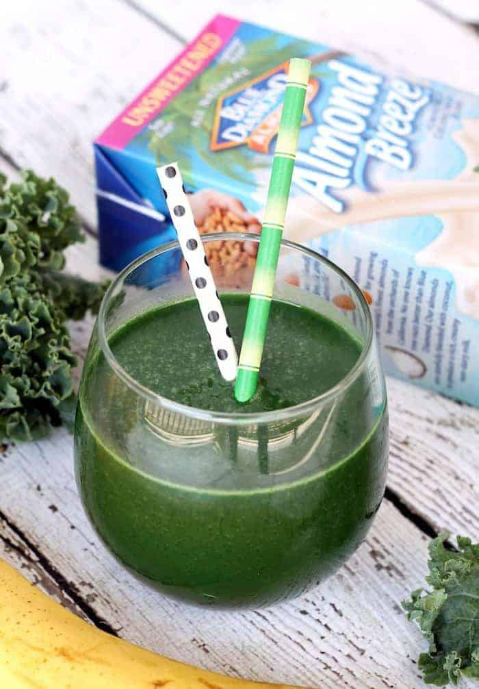 An easy and delicious way to get your daily dose of greens! Green Monster Smoothie  | www.hummusapien.com