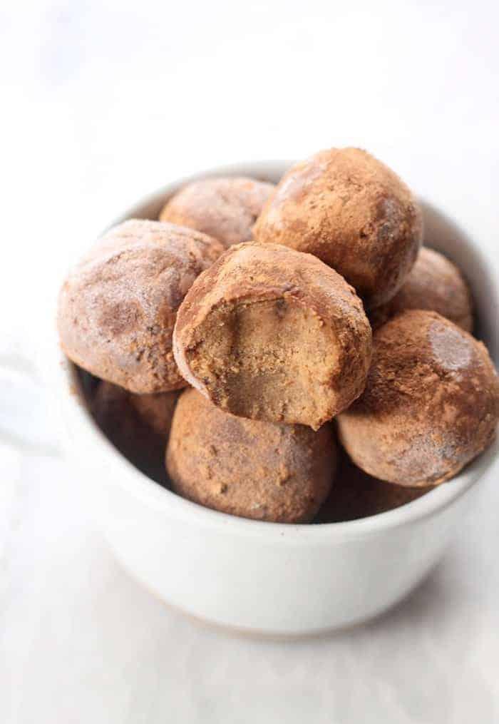 Peppermint Chocolate No-Bake Bites (Paleo + Vegan)Peppermint Chocolate No-Bake Bites (Paleo + Vegan)