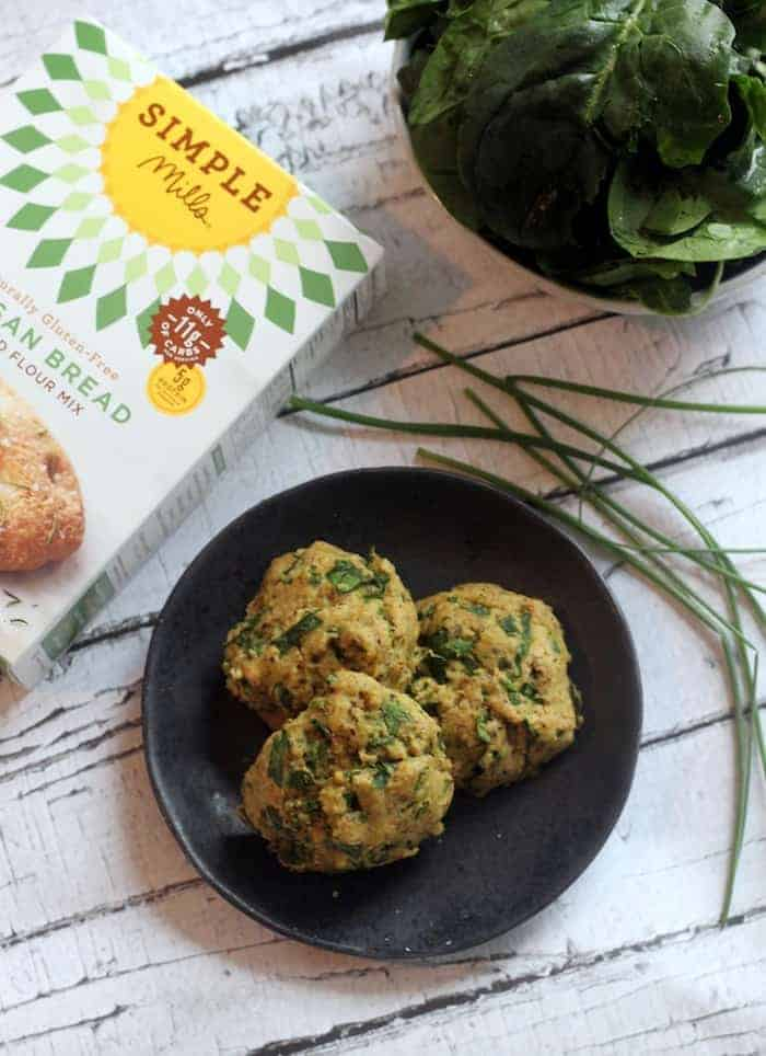 Cheezy Vegan Spinach and Chive Biscuits