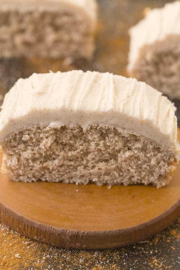 Healthy-flourless-cinnamon-bun-breakfast-cake-2