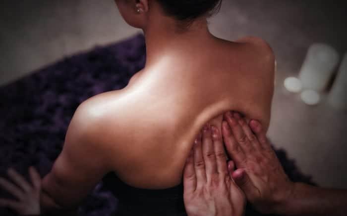 hands-back1