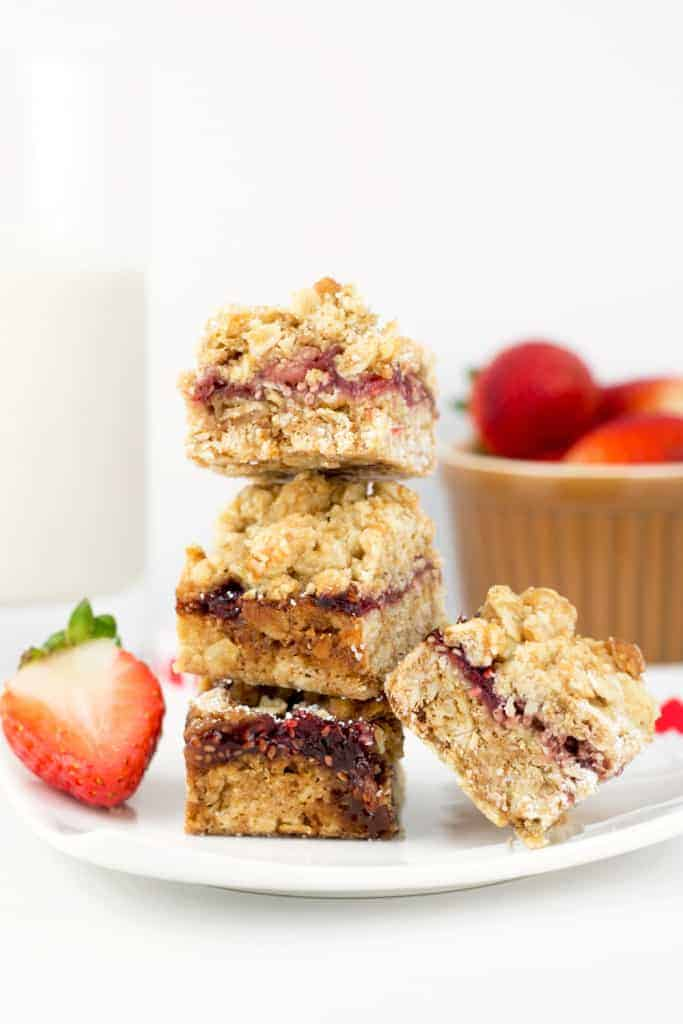 Vegan-Oatmeal-Cookie-Bars-with-homemade-Strawberry-Chia-Seed-Jam-5-683x1024