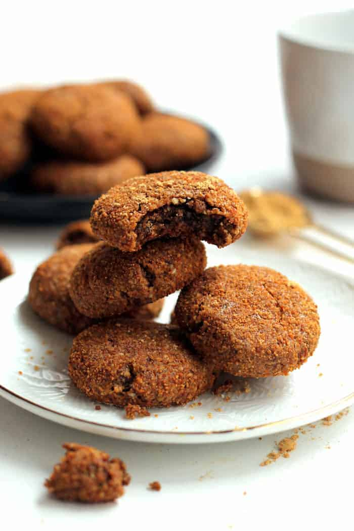 These Heathy Vegan Ginger Snap Cookies are completely flourless and free of butter and refined sugar! A wholesome treat perfect for the holiday season.