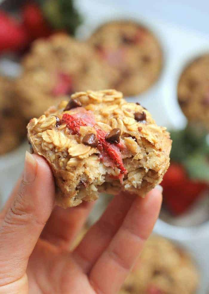 Roasted Strawberry Chocolate Chip Baked Oatmeal Cups are a whole grain treat made with NO oil, butter, or refined sugar. Vegan, gluten-free, and kid-friendly! Only one bowl required for this simple breakfast or snack.