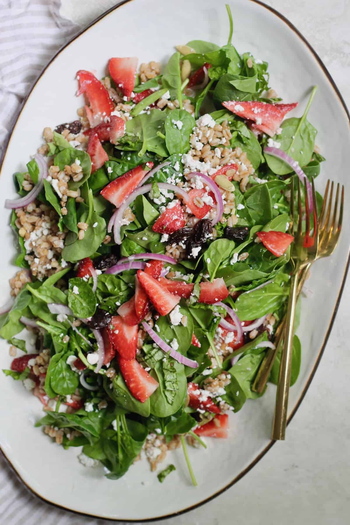 platter of strawberry spinach salad